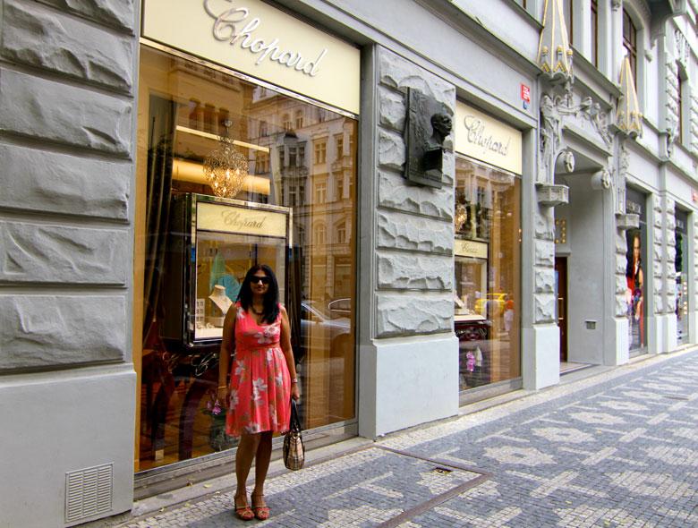 Prazsa Shopping Street Prague